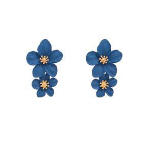 brinco-metal-esmaltado-flor-dupla-miolo-perola-dourado-azul-marinho-frente-17947